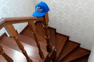 Как правильно ухаживать за деревянной лестницей